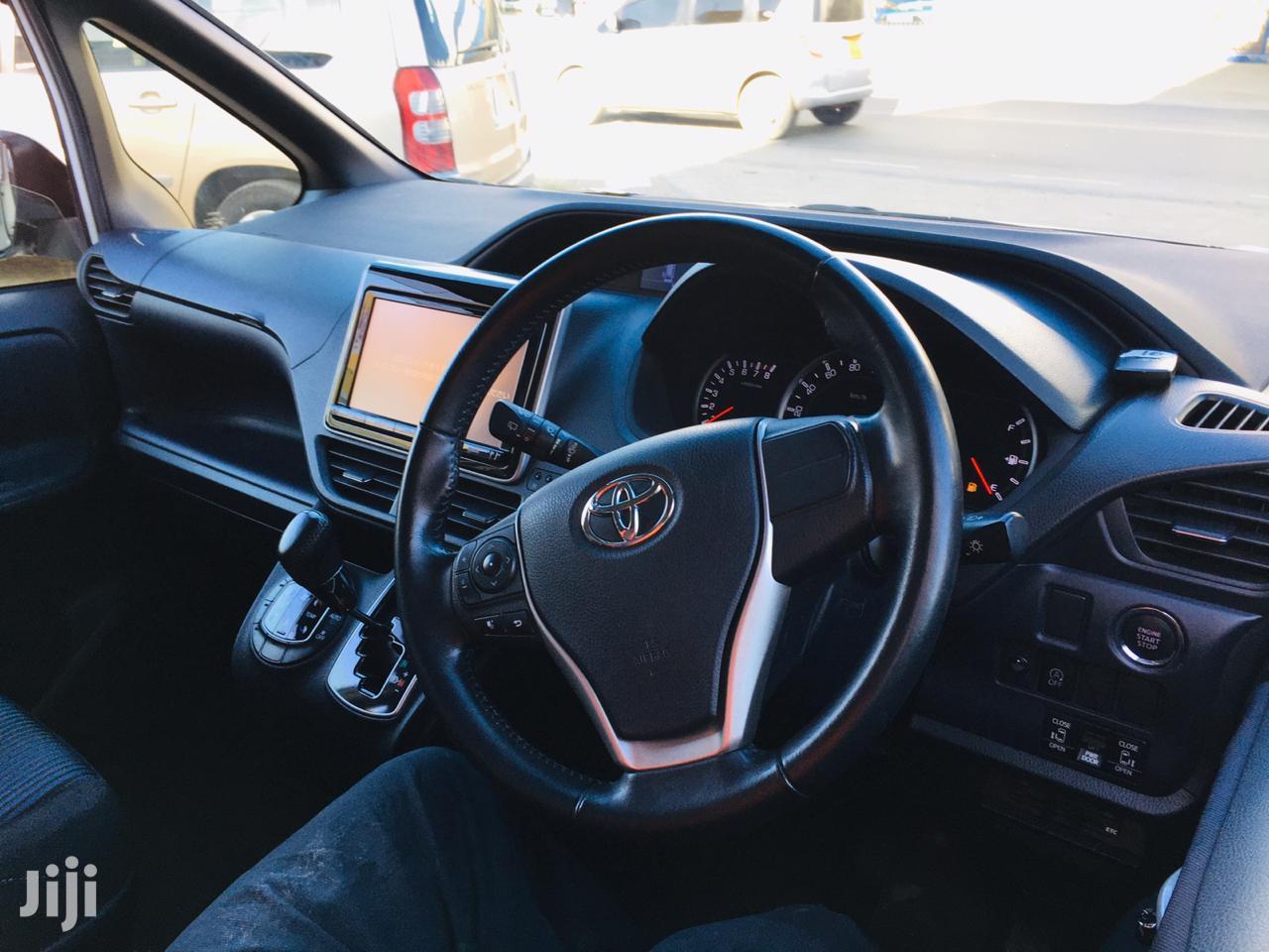 Archive: Toyota Voxy 2013 White