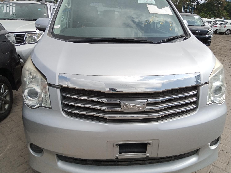 Toyota Noah 2013 Silver