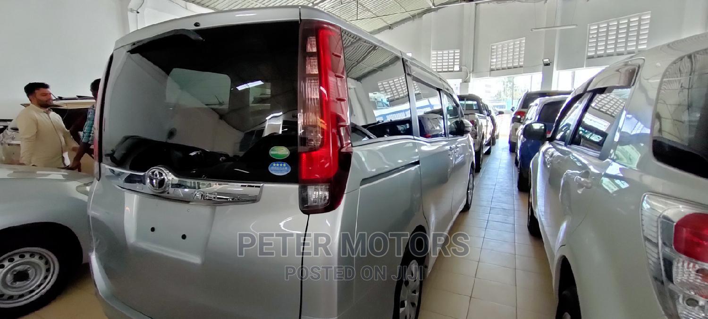 Archive: Toyota Noah 2014 Silver