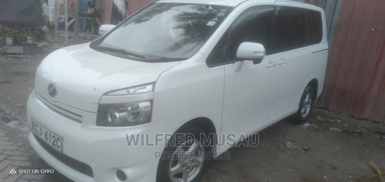 Toyota Voxy 2010 White