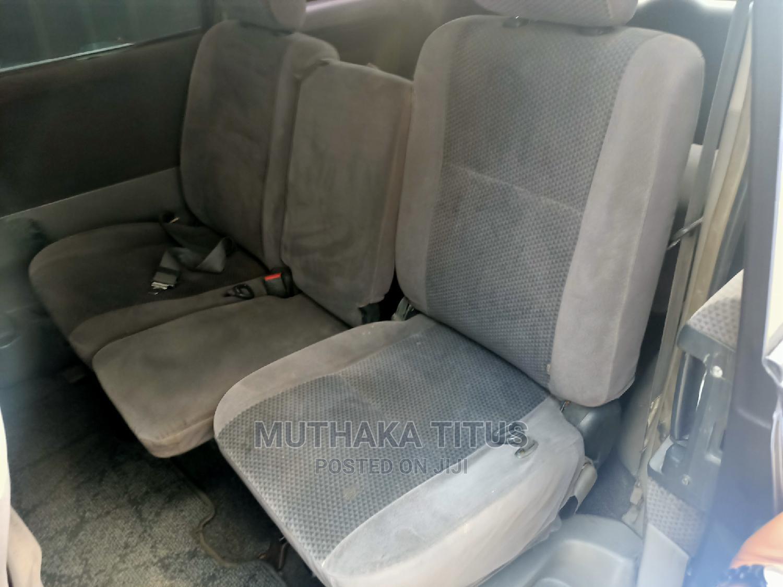 Archive: Toyota Voxy 2005 Gray
