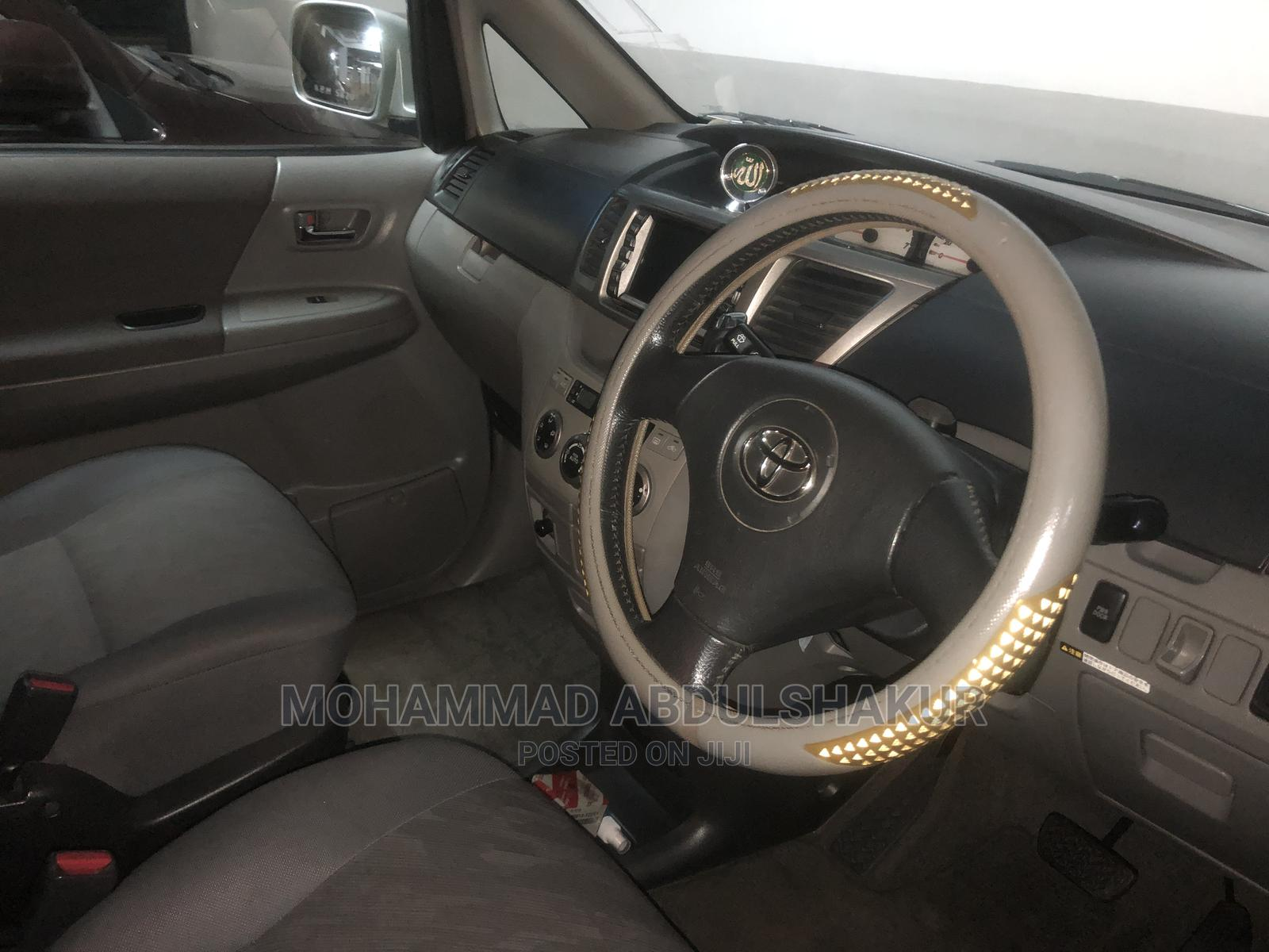 Archive: Toyota Noah 2003 Silver