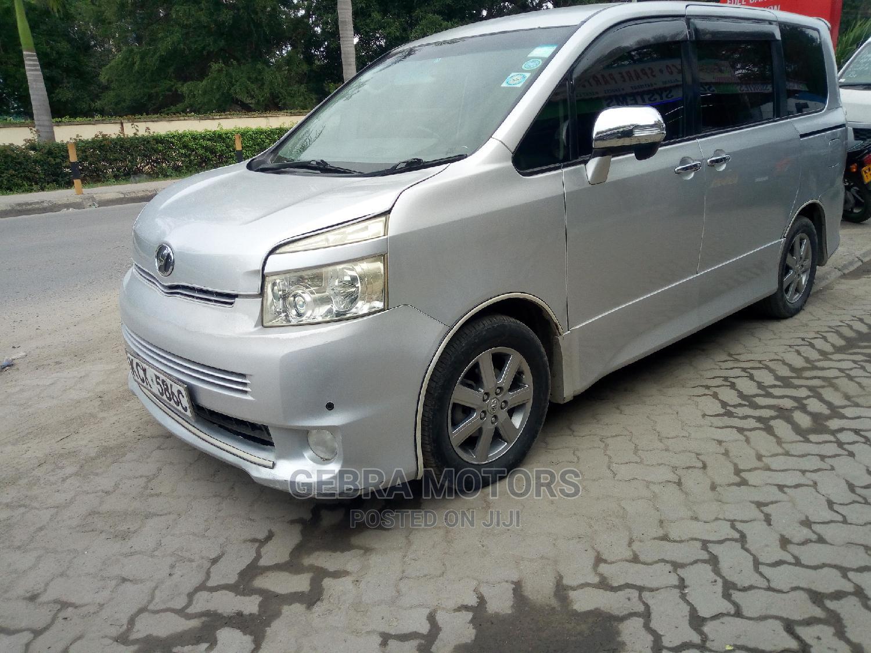 Archive: Toyota Noah 2010 Silver