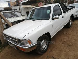 Toyota Hilux 2000 White   Cars for sale in Kiambu, Thika