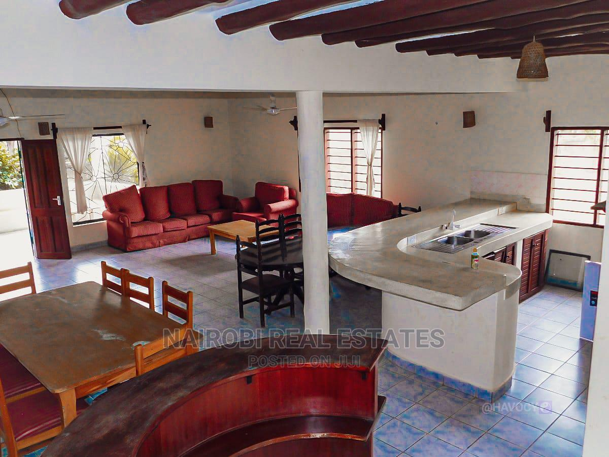 Furnished 4 Bedrooms Villa, With Swimming Pool for 10 Pax