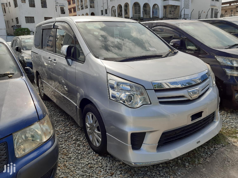 Toyota Noah 2012 Silver