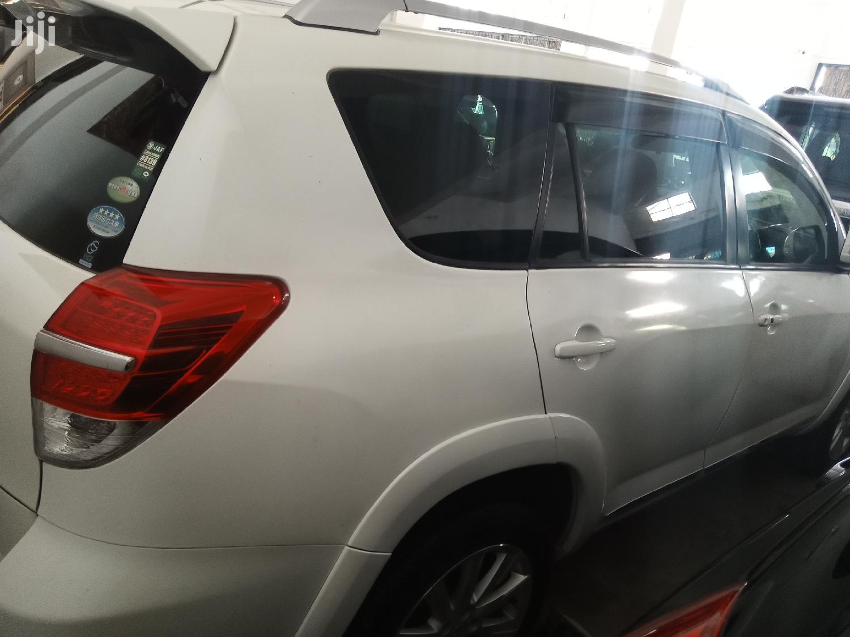 Archive: Toyota Vanguard 2014 White